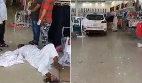 بالفيديو.. سيارة تقتحم محل ملابس في الدمام