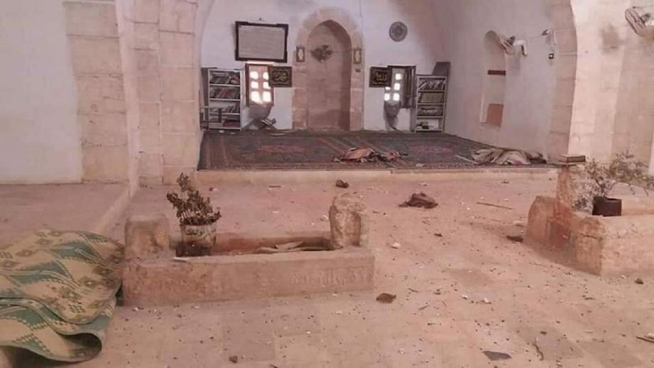 فيديو صادم لنبش قبر خامس الخلفاء الراشدين بسوريا