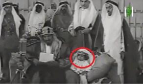 فيديو نادر للملك سلمان وهو طفلًا يبلغ 3 سنوات في أول تغطية مصورة للحج