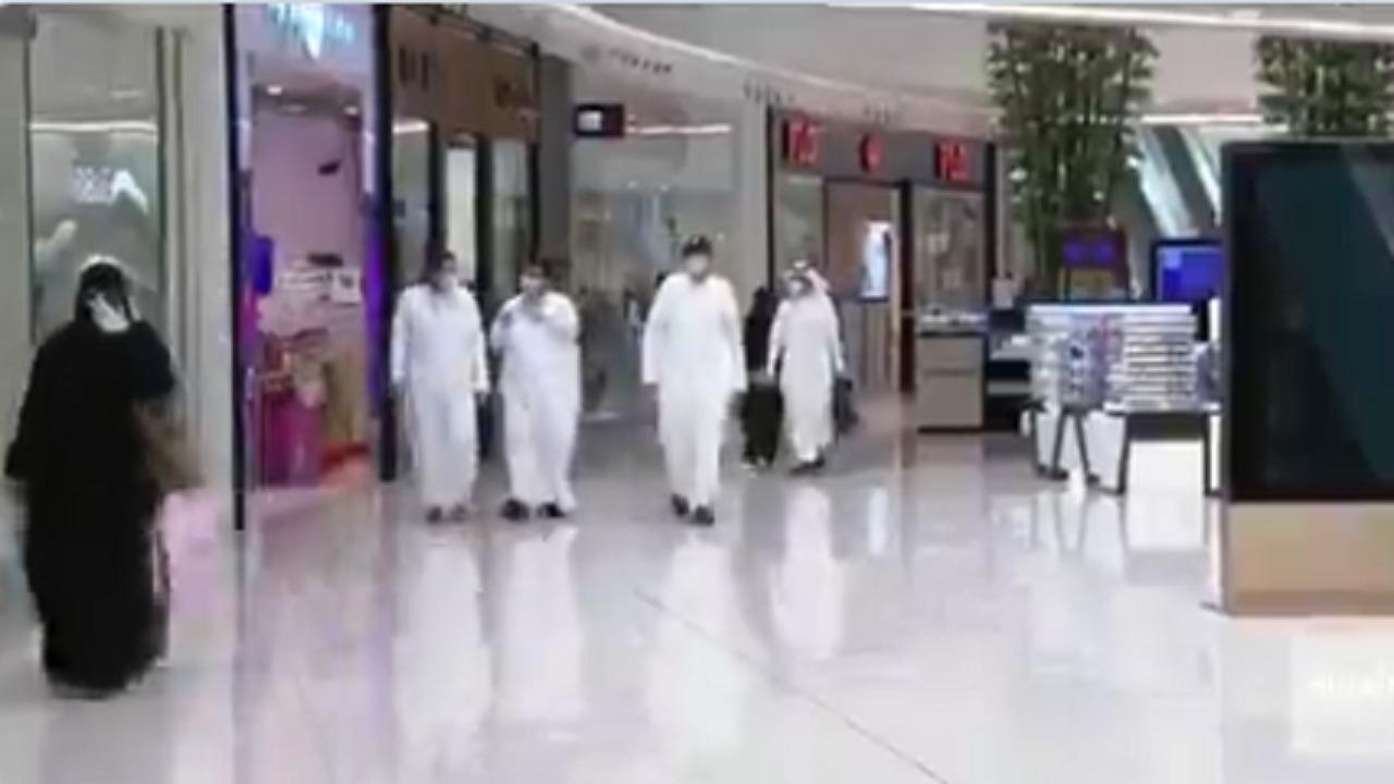 بالفيديو.. أسواق المملكة تسجل حركة متوسطة قبيل تطبيقِ حظر التجول الكلي