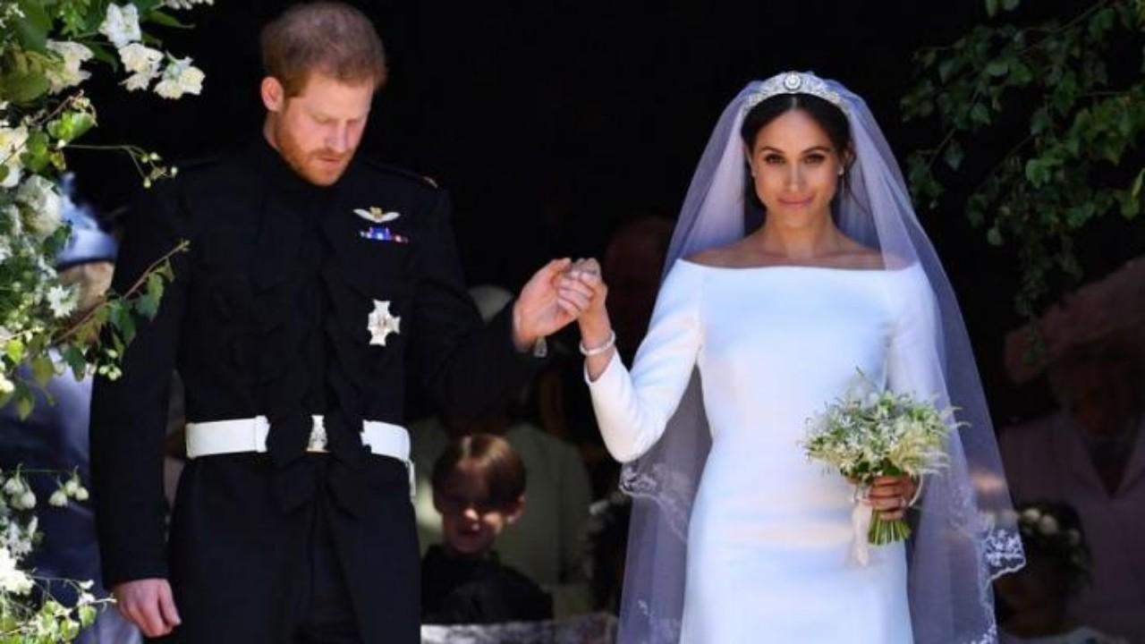 علامات وأسرار في فستان زفاف ميجان ماركل