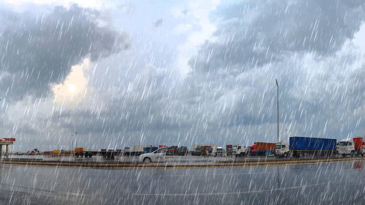 «الحصيني» : أمطار متفاوتة وحبات برد في ثاني أيام العيد
