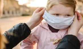 أطباء يحذرون من استخدام الكمامات للأطفال