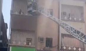 إنقاذ طفلًا ووالدته احتجزهما حريق داخل عمارة سكنية بحفر الباطن