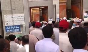 بالفيديو..ازدحام المصلين أمام مسجد قباء يثير الغضب