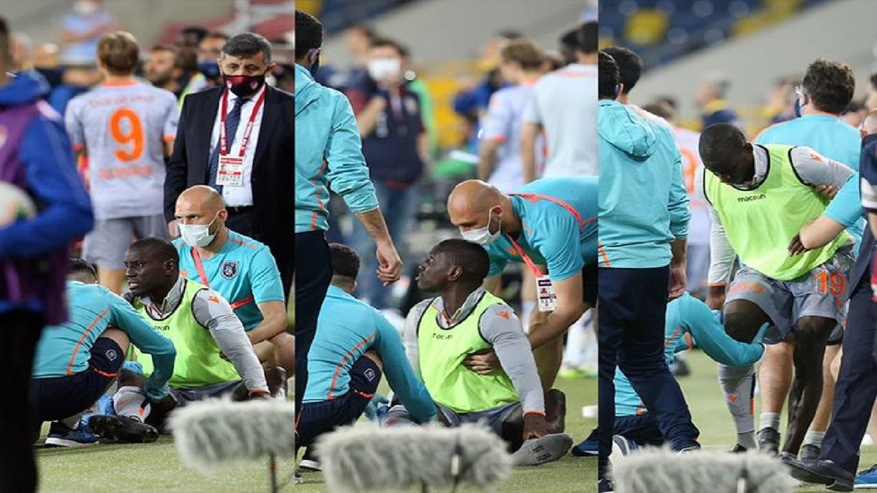 مشجع يعتدي على لاعب في مباراة بدون جمهور !