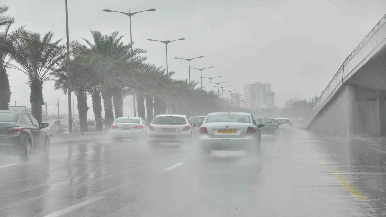 «الحصيني»: امطار ورياح على بعض مناطق المملكة اليوم