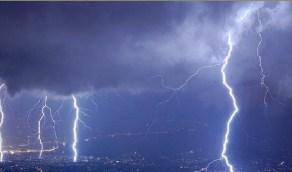 استمرار السحب الرعدية والرياح في مكة
