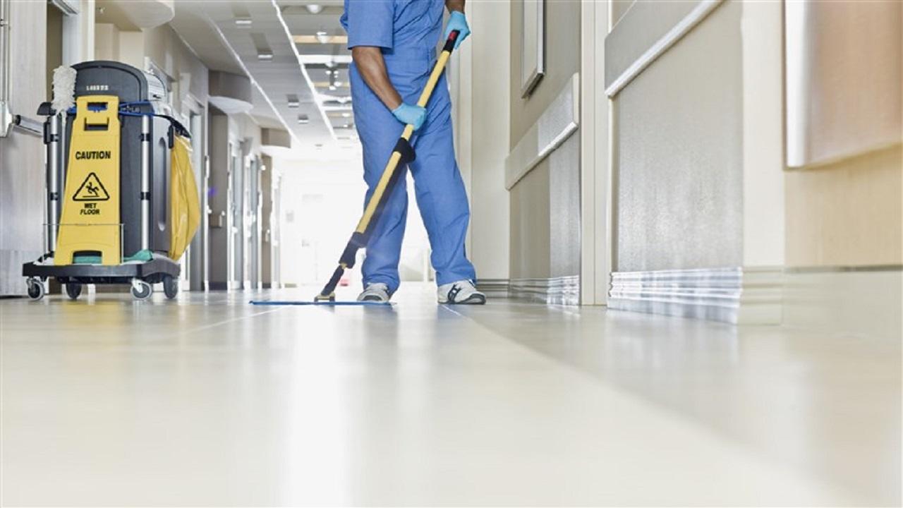 عامل نظافة يهتك عرض مريضات نفسيًا
