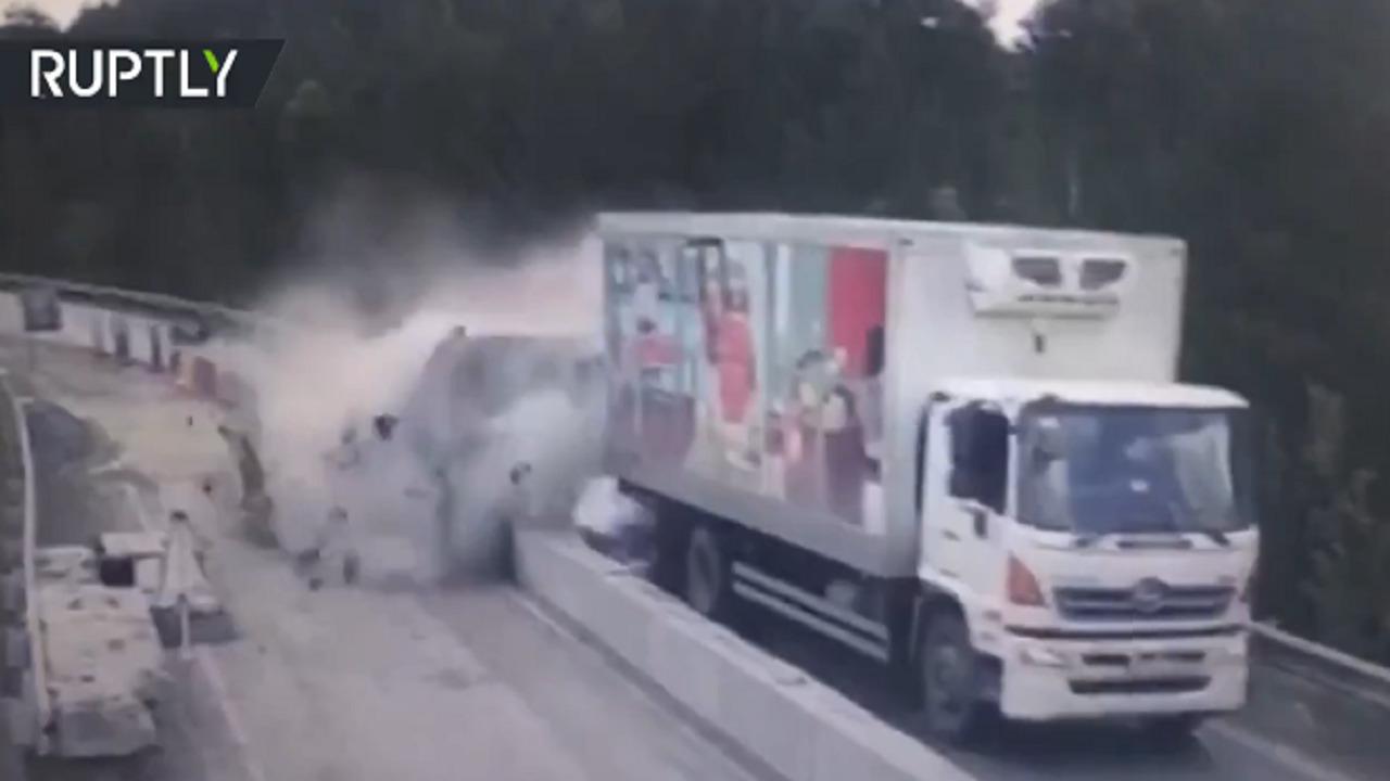 بالفيديو .. لحظة تحطم 5 سيارات في حادث مروي مروع