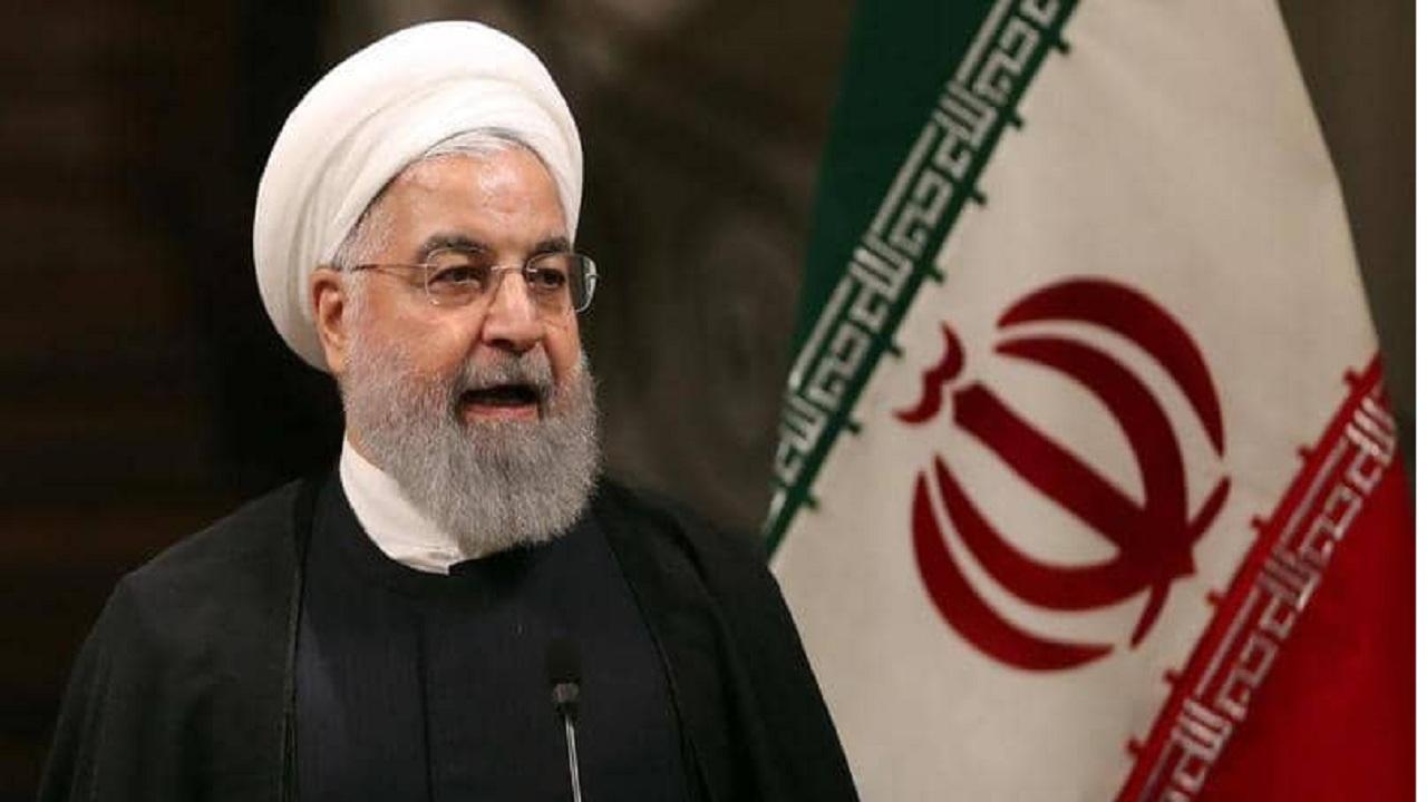 روحاني يعترف بشح العملة الصعبة بسبب العقوبات الأمريكية على بلاده