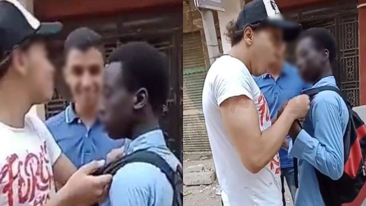 """بالفيديو.."""" التنمر """" يقود شابين لقسم الشرطة"""