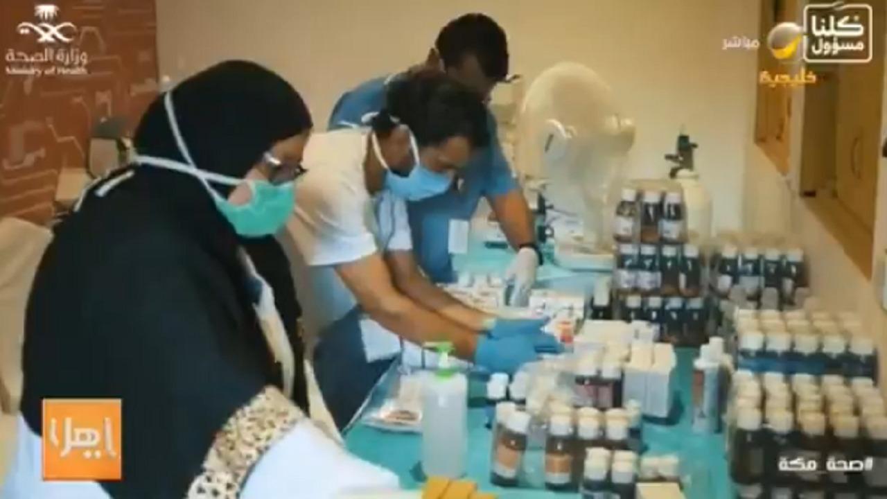بالفيديو.. قصة تطوع أكبر دكتورة وابنتها في جهود علاج كورونا