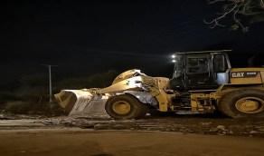 أمطار غزيرة على مراكز وقرى رجال ألمع تتسبب في إغلاق الطرق