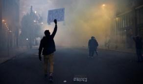 الغاز المسيل يهدد بانتشار كورونا في أمريكا