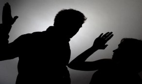 شاب يعتدي على عروسه ويتهمها بمغازلة آخر في حفل الزفاف
