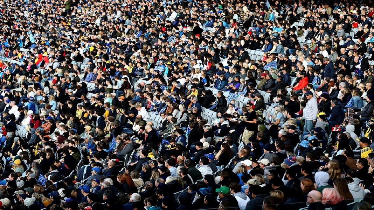 السعادة تغمر 20 ألف مشجع في مدرجات نيوزيلندا بعد هزيمة كورونا (صور)