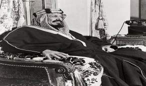 صور قديمة للملك عبدالعزيز مع أبنائه في الرياض