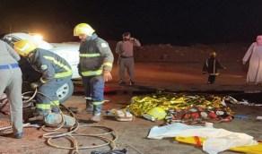 بالصور.. وفاة 8 أشخاص بعد تصادم مركبتهم وانحجازها أسفل شاحنة بالطائف