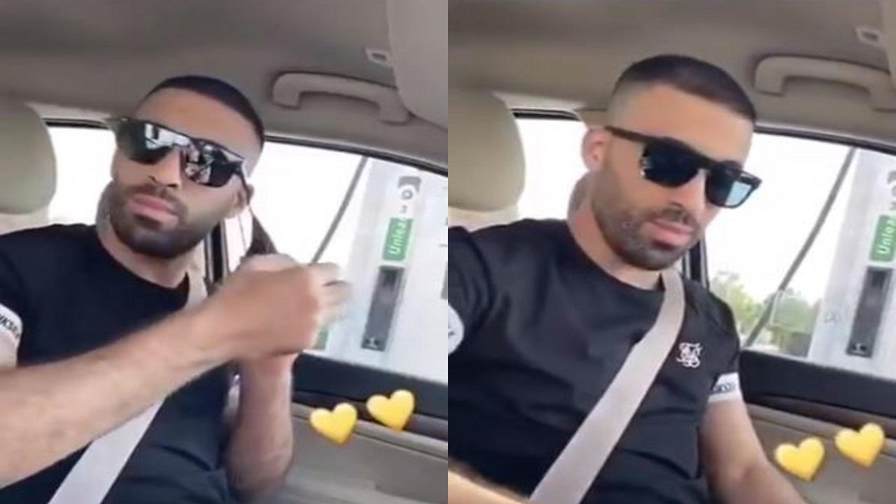 شاهد.. حمدالله يستبدل كمامته بشعار النصر