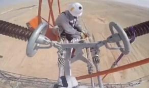 بالفيديو.. فريق سعودي ينجح في تجربة إصلاح عطل بشبكة الكهرباء دون فصل التيار