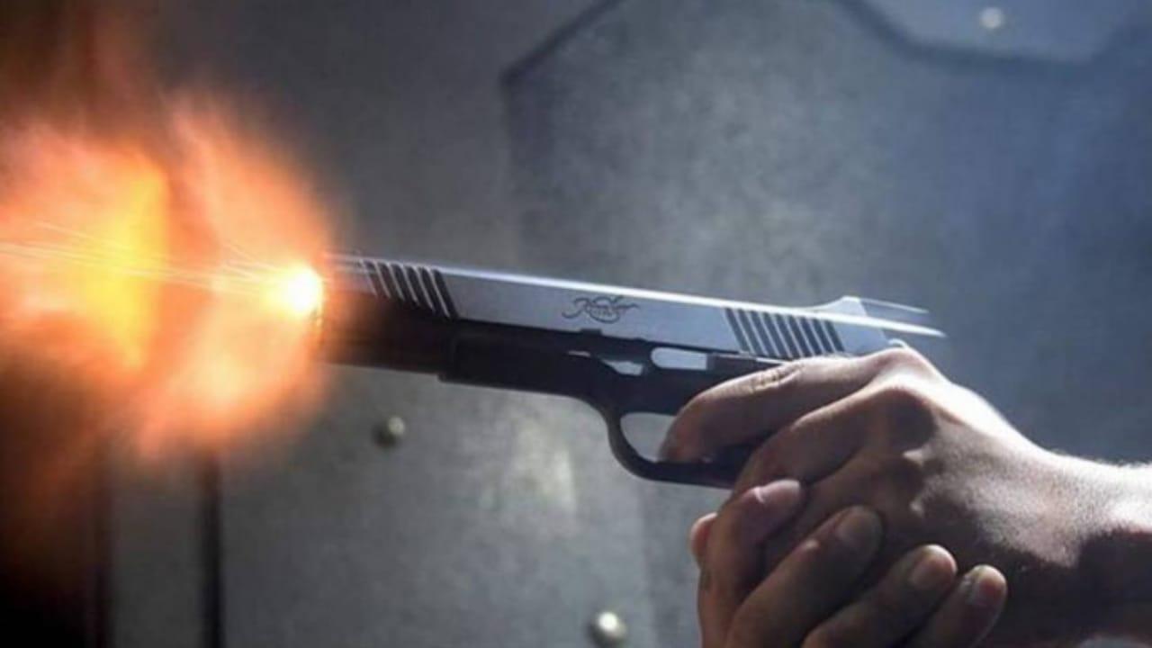 رجل يطلق النار على 8 أشخاص بجنون تحت تأثير الخمر