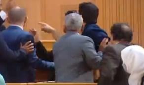 شاهد.. خلافات ومشادات كلامية بين نواب داخل البرلمان التونسي