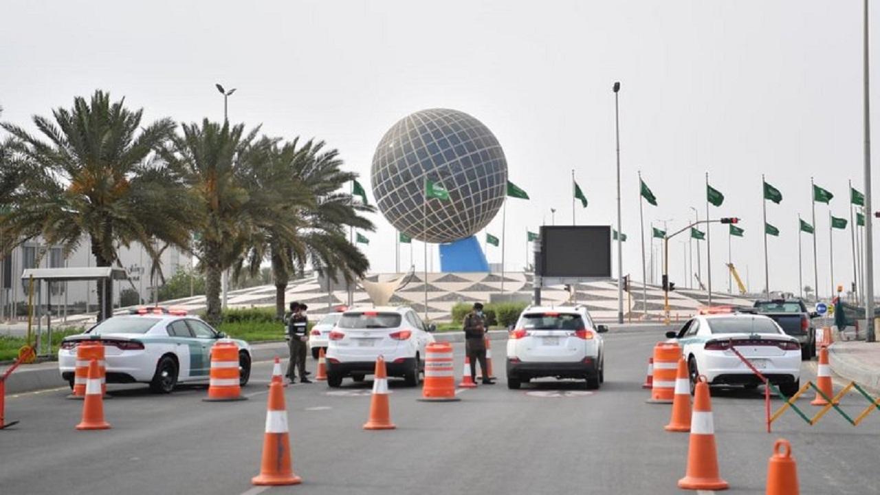 انتشار شرطة مكة في شوارع جدة لتطبيق منع التجول من الثالثة عصرا