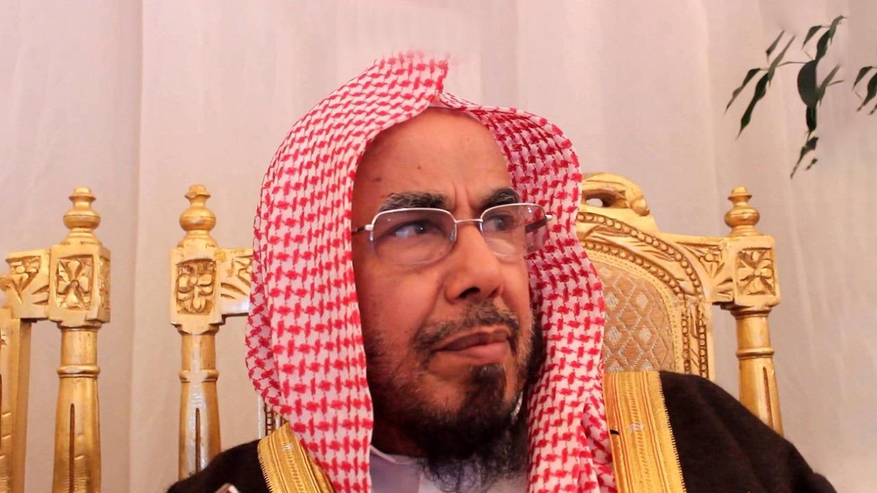 المطلق يدعو كبار السن للصلاة في بيوتهم ويوضح حكم الصلاة بالمساجد الصغيرة