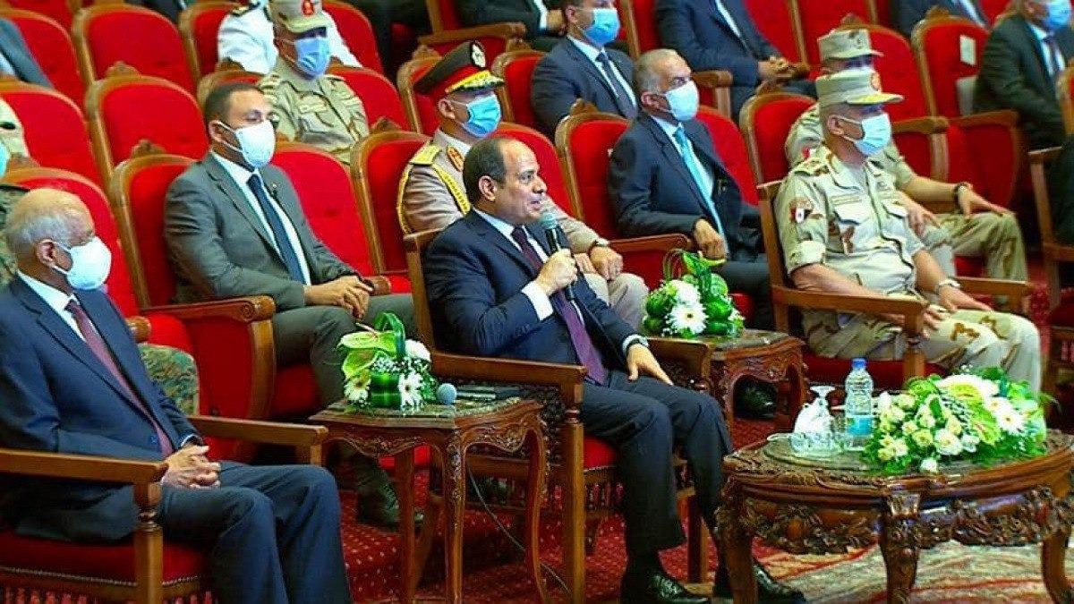 شاهد.. الرئيس السيسي يحرج وزير الأوقاف على الهواء: «جيت على الغلابة»