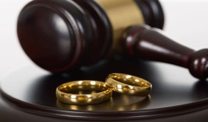 """سيدة تقيم دعوى طلاق ضد زوجها: """" دمر سمعتي بواقعة تحرش وهمية """""""