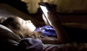 التعرض للضوء الأزرق يغير السلوك ويؤثر على الصحة العقلية
