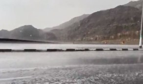 شاهد.. أمطار الخيري تغطي طرقات الشرايع بمكة