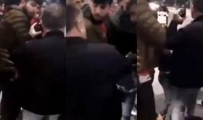 شاهد.. النظام التركي يعتقل طفل بوحشية