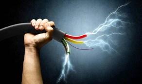 تعرض شخص لصعق كهربائي أثناء عمله في جدة