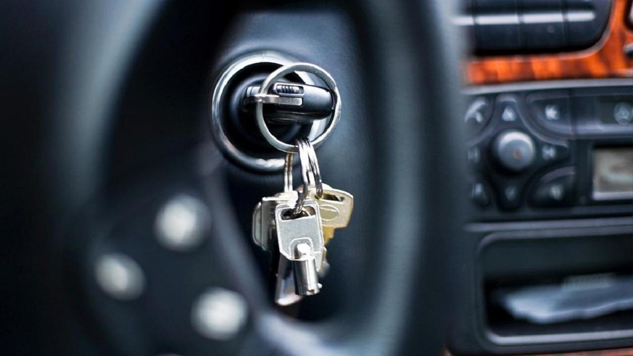 أضرار قد تحدث بسبب ثقل ميدالية مفتاح تشغيل السيارة