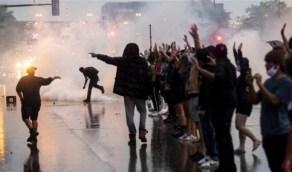 بالفيديو.. شاب يعلق على الاحتجاجات الأمريكية بطريقة ساخرة