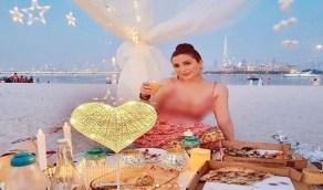 """نسرين طافش تقضي الحجر الصحي على الشاطىء بـ""""الكمامة"""""""
