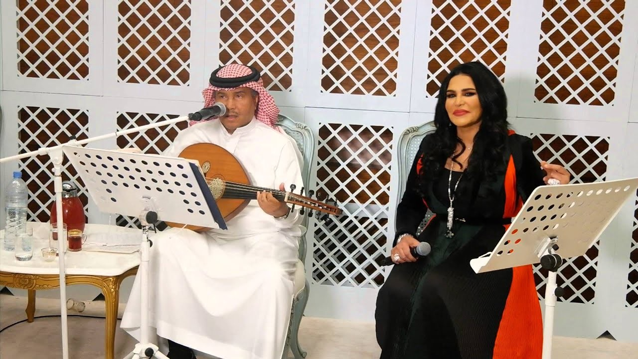 شاهد.. أحلام تطرب محمد عبده في إحدى حفلاته