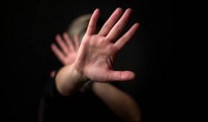 شاب يغتصب خطيبته بسبب تعليقها على صورة رجل آخر