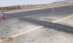 بالصور.. استبدال فواصل التمدد الميكانيكية لجسر الأمير عبد المحسن مع طريق الملك عبدالله