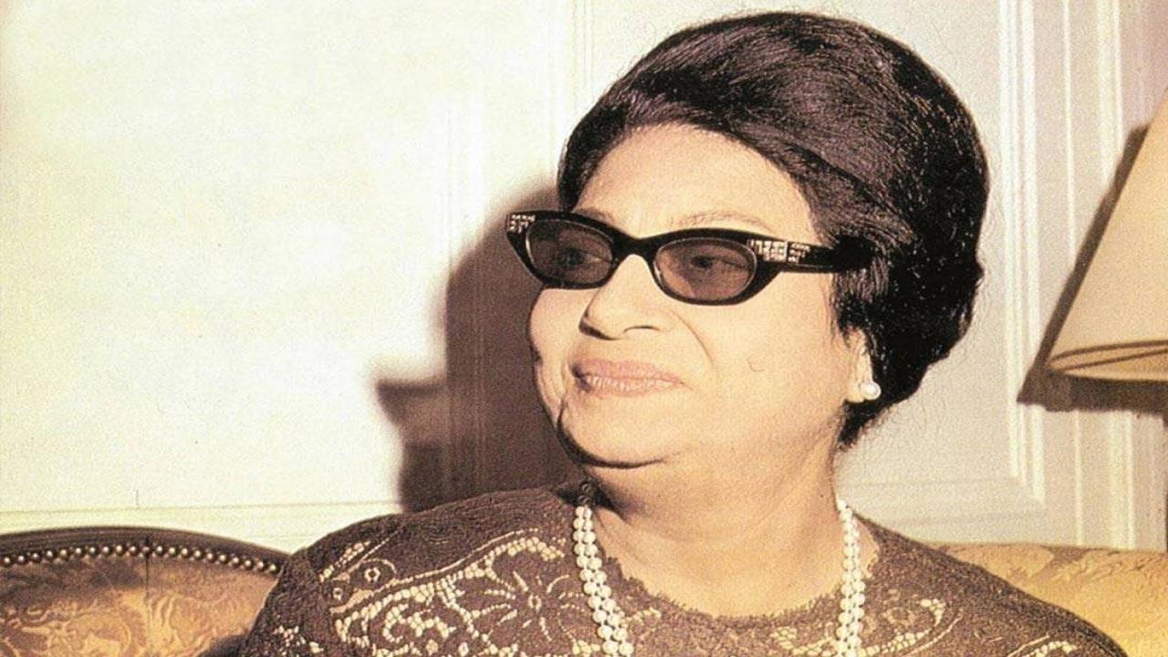 صور نادرة لأم كلثوم في مطلع شبابها بدون نظارتها السوداء