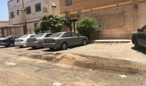 بالفيديو والصور.. نتوءات وحفر في أحد طرق الحمدانية بجدة تُعرض قائدي السيارات للخطر