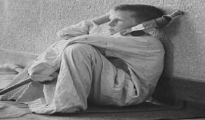 كواليس التقاط صورة طفل أمريكي بالزي السعوي في جدة بملامح تائهة عام 1960
