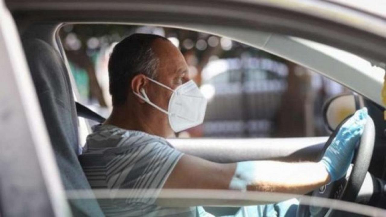 """""""وقاية"""" توضح متى يجب ارتداء الكمامة داخل السيارة"""