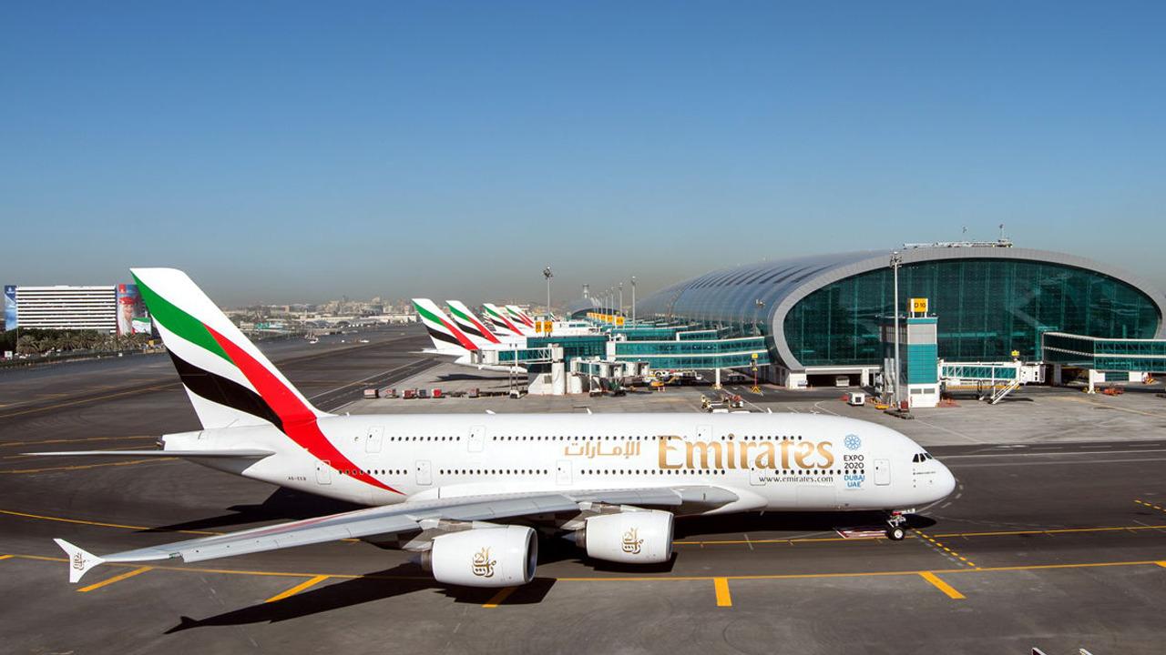 مطارات الإمارات تسمح للمواطنين والمقيمين بالسفر
