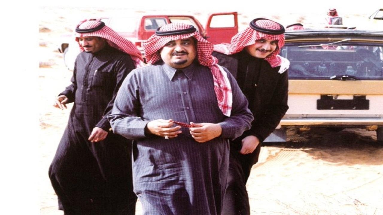 صورة نادرة تجمع الملك سلمان وشقيقه الراحل الملك فهد في رحلة برية