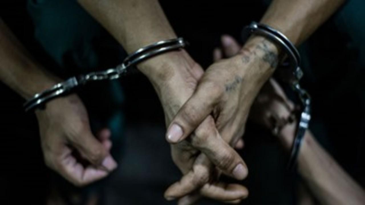 سجن رجل وأبنائه بسبب «المحلول المعجزة» للقضاء على الفيروس
