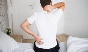 وضعية النوم الخاطئة تسبب آلام أسفل الظهر