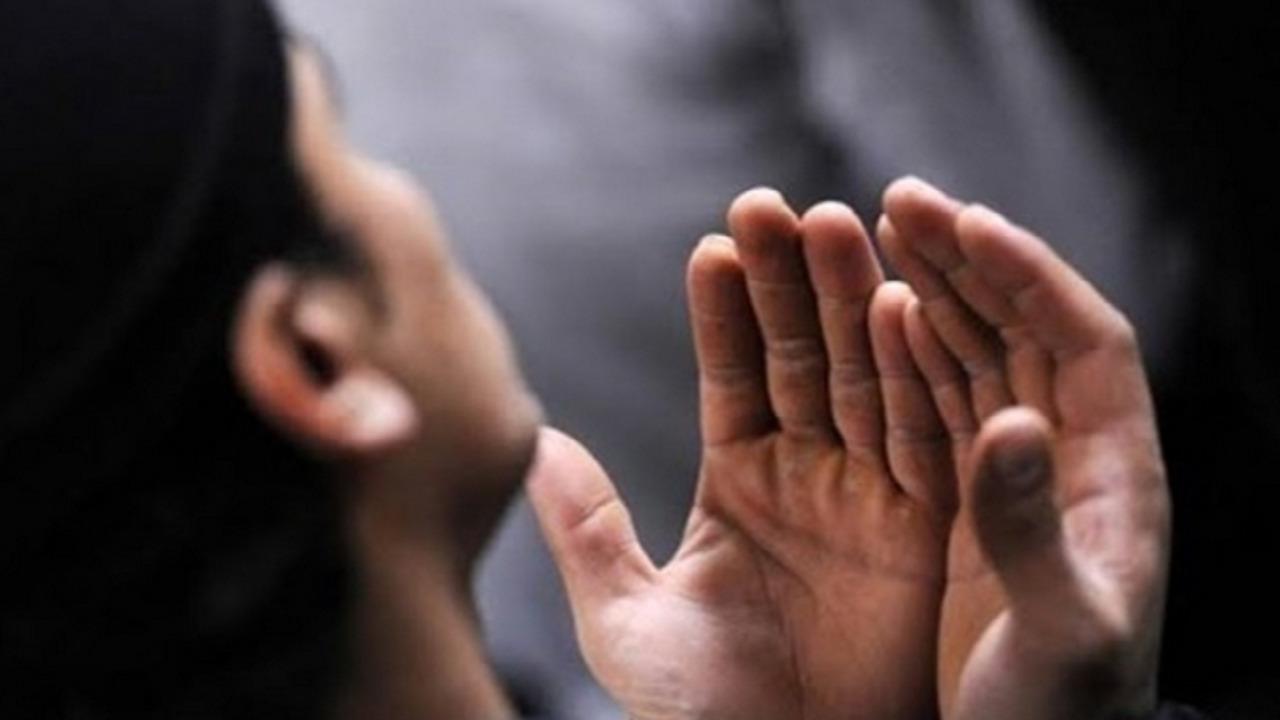 حكم رفع اليدين في الدعاء بين الخطبتين في صلاة الجمعة